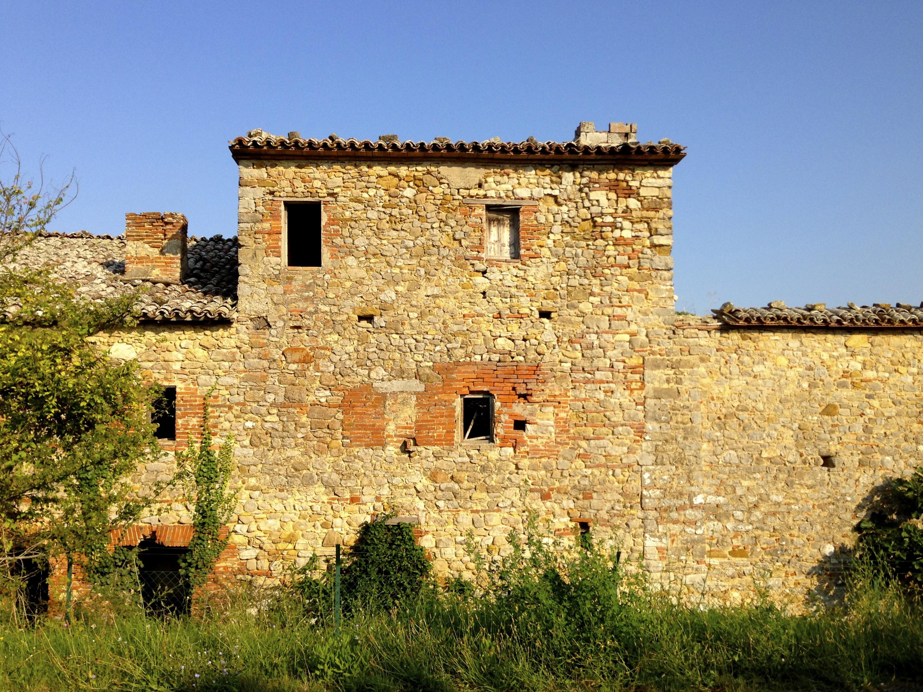 italy u0027s crumbling farmhouses u2026 and their ghosts strada toscana